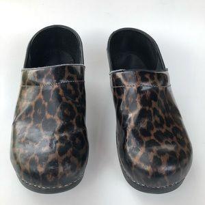dansko comfort walking shoes Size 10/40 clog
